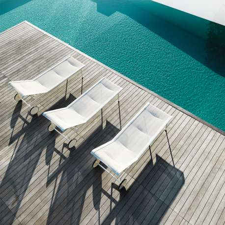 e10fe2dede4d Schultz Adjustable Chaise Lounge Outdoor - Knoll - Richard Schultz - Chairs  - Furniture by Designcollectors