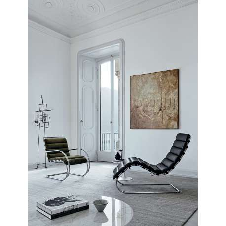 MR chaise longue - Bauhaus Edition - Knoll - Ludwig Mies van der Rohe - Furniture - Furniture by Designcollectors