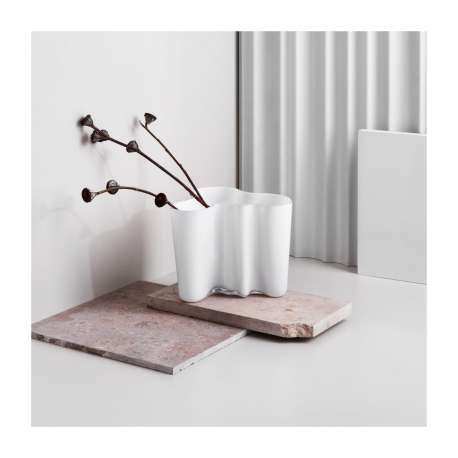 Alvar Aalto Collection Vaas 95 mm Opaal - Iittala - Alvar Aalto - Accessoires - Furniture by Designcollectors