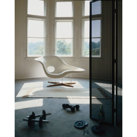 La Chaise - vitra - Charles & Ray Eames - Chairs - Furniture by Designcollectors